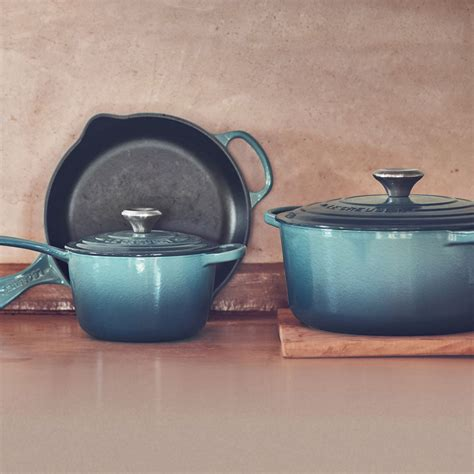 le creuset signature cast iron cookware set  piece marine cutlery