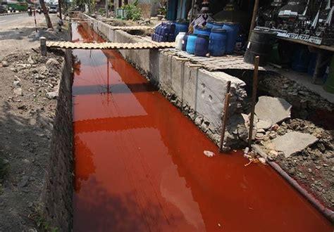air jadi merah pabrik tekstil buang limbah  pipa pdam solo