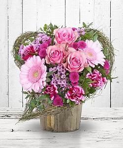 Herz Mit Blumen : blumen mit geschenk die perfekte kombination valentins blumenversand blumen und geschenke ~ Frokenaadalensverden.com Haus und Dekorationen