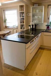 Parkett In Küche : offene k che in wei matte fronten ~ Markanthonyermac.com Haus und Dekorationen