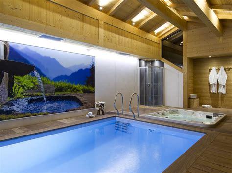 chambre avec jaccuzzi chalet luxe 22pers avec piscine chauffée jaccuzzi