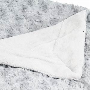 Plaid Fourrure Gris : plaid imitation fourrure boucl e 120x160cm gris clair ~ Teatrodelosmanantiales.com Idées de Décoration