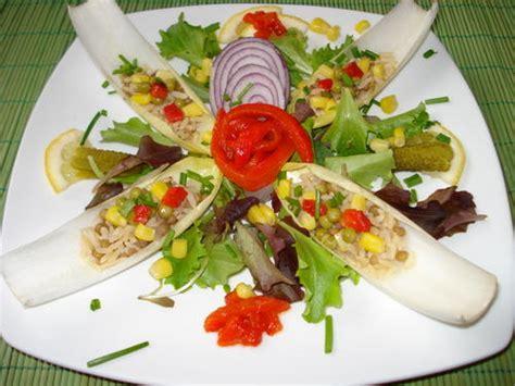 decoration de salade sur assiette salade compos 233 e pour mettre de la bonne humeur dans vos assiettes autrement bon