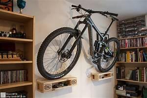 Fahrrad Wandhalterung Holz : mtb wandhalterung aus einer europalette bauen ~ Markanthonyermac.com Haus und Dekorationen