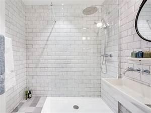 Carreaux Adhesif Salle De Bain : des carreaux de m tro dans la salle de bains ~ Melissatoandfro.com Idées de Décoration