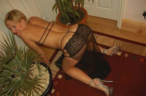 hot russian wife semi nude in hot home photos