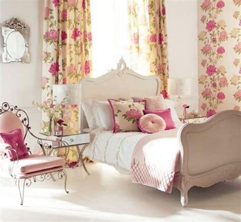 rideaux chambre ado fille idée déco chambre de fille ado literie à motifs floraux