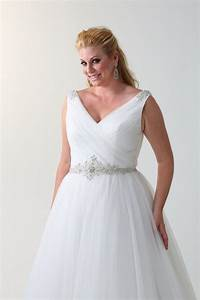 The best wedding dress styles for the curvy bride for Wedding dresses for curvy women