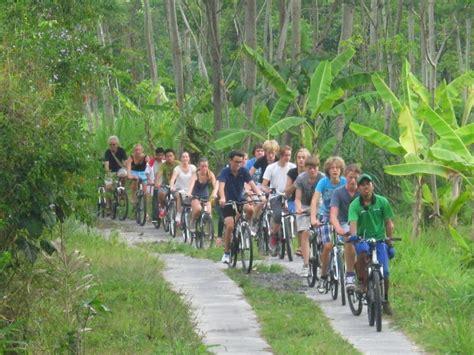 asyiknya bersepeda  desa wisata pentingsari yogyakarta