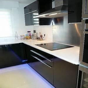 Plan De Travail Noir Brillant : cuisine avec fa ade noir brillant et plan de travail en ~ Dailycaller-alerts.com Idées de Décoration