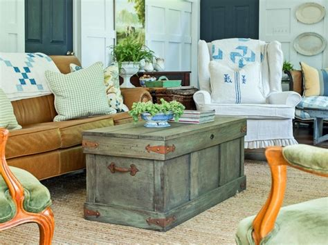 convert  trunks  coffee tables upcycle art