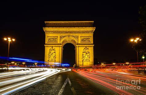 arc de triomphe  night  streaking car lights