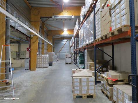 eclairage entrepot eclairage 224 led d un espace de stockage addis lighting