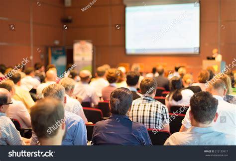 11343 business presentation audience foto s en afbeeldingen bewerken editor
