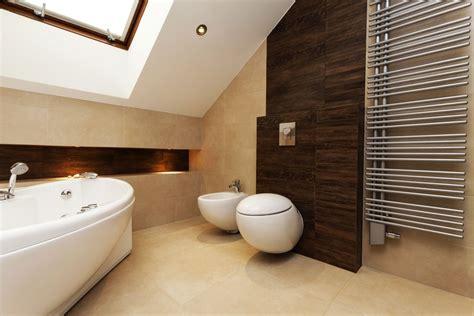 Badezimmer Fliesen Akzente by Badezimmer Trend Farbe Weiss Mit Holz Wohnen Einrichten