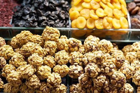 Gulingkan kue ke campuran gula. Resep Kue Lebaran Tanpa Oven yang Enak dan Populer - Umroh.com
