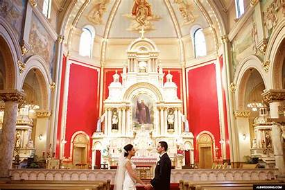 Animated Kiss St Church Josaphat Gifs Couple