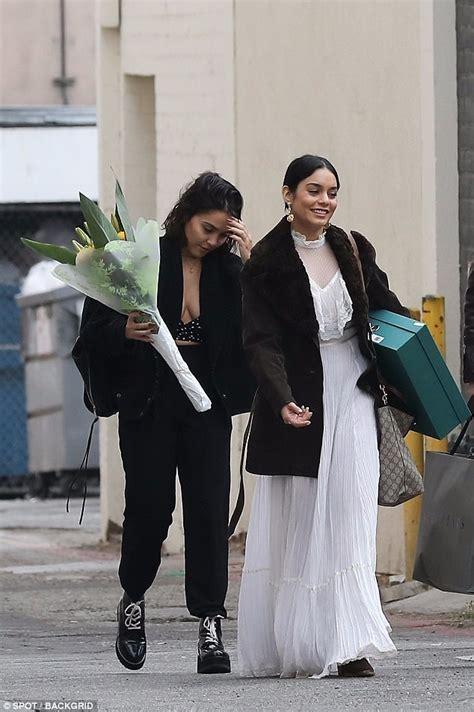 Vanessa Hudgens has LA outing with sister Stella Hudgens ...