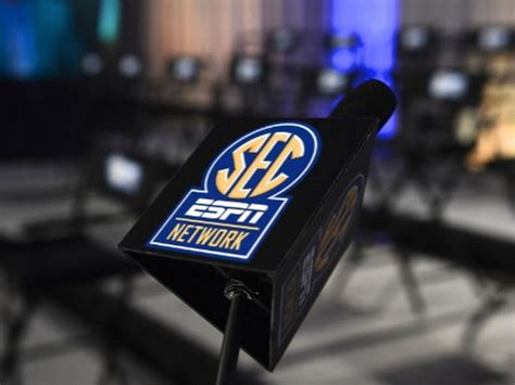 List of TV commentators for every SEC game in Week 9
