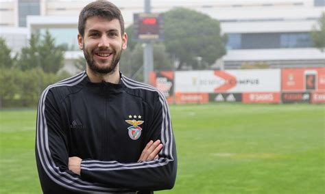 To comparison, on all remaining matches against other teams benfica b made a average of 1.9 home goals tore per match and team porto b 1.1 away goals per match. Benfica B Vukotic Antevisão FC Porto B II Liga - SL Benfica