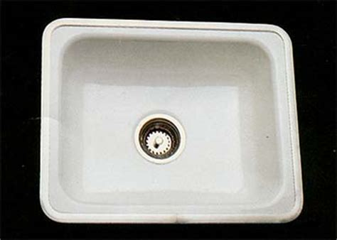 ceramic kitchen sinks retro renovation kitchen sinks great 50s style choices 2063