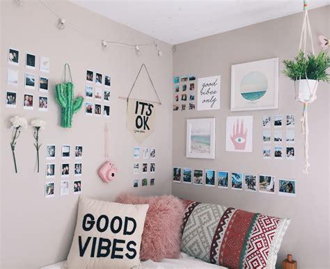 bedroom wall decor ideas die besten 25 instax wand ideen auf polaroid