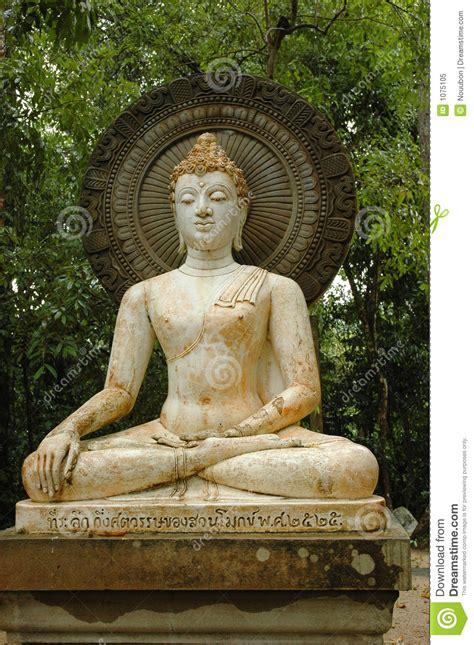 1 Buddhastatue Im Statuegarten Stockbild  Bild 1075105