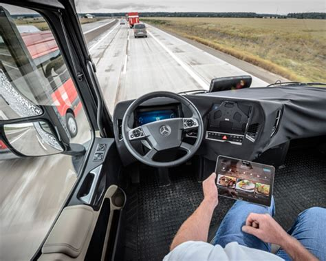 mercedes benz autonomous truck   future scans