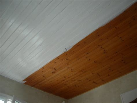 recouvrir un plafond en lambris peinture lambris plafond laquer blanc renovation en tout genre