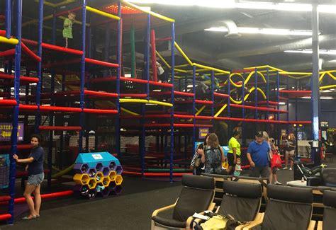 bounce house  hamden ct monkey joes hamden indoor