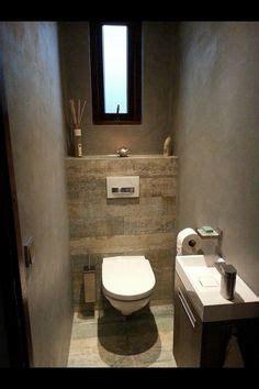 gaeste wc teilgefliest mit grauen fliesen  betonoptik und