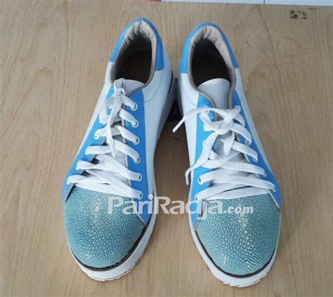 sepatu pria kulit ikan pari kombinasi warna biru putih