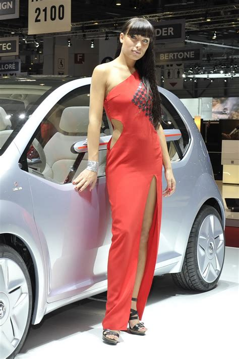 hot girls   geneva motor show