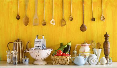 un ustensile de cuisine 10 ustensiles de cuisine indispensables magazine avantages