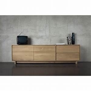 Meuble Tv Chene Massif Moderne : meuble tv 2 portes 1 porte abattante 1 tiroir ch ne massif wave ethnicraft mise en sc ne ~ Teatrodelosmanantiales.com Idées de Décoration