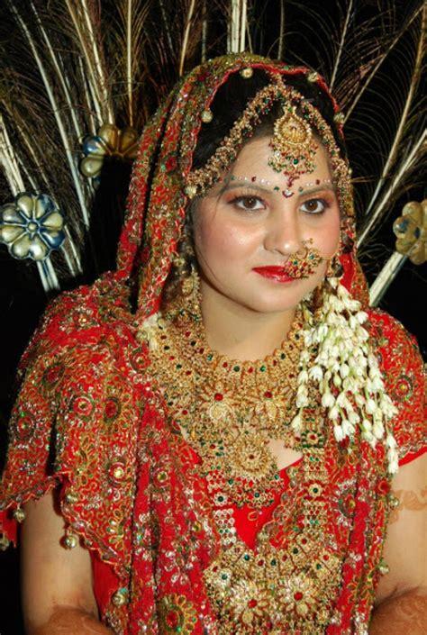 Newly Married Bhabhi Honeymoon Real Pic Posing In