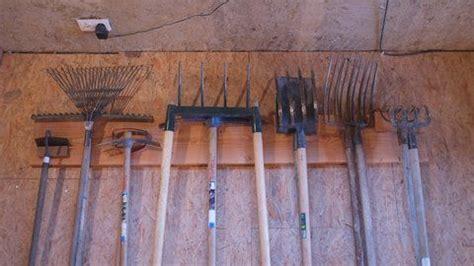 rangement outils jardin comment fabriquer un rangement pour les outils de jardin outils de jardin outils et rangement