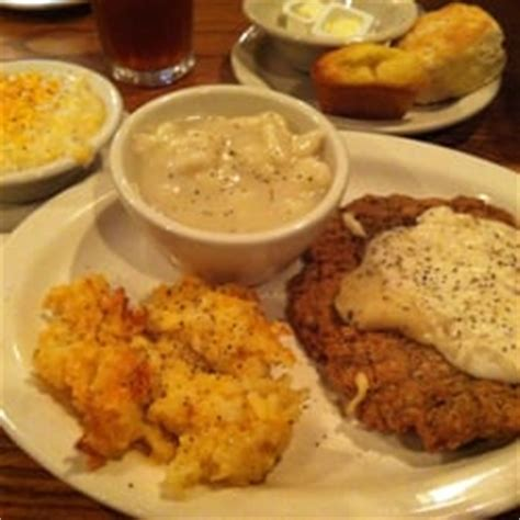cracker barrel country store american traditional