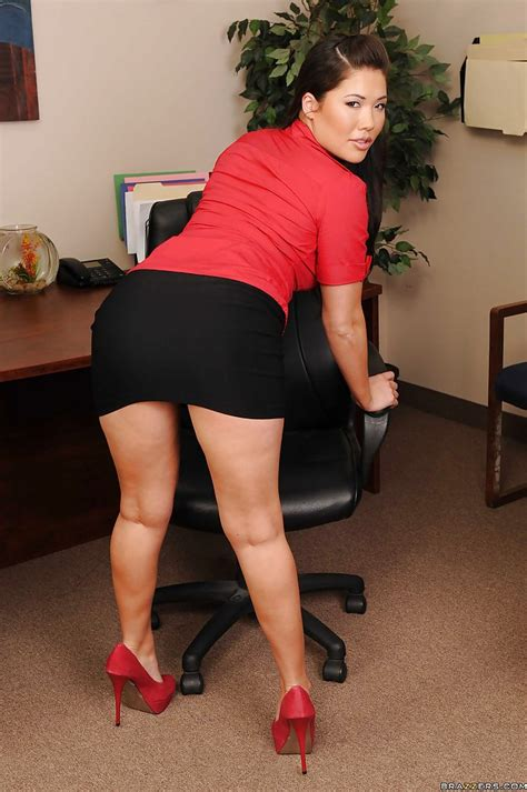 Asian Babe London Keyes Strips To Expose Her Big Tits In