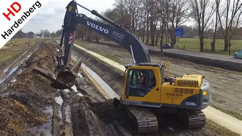 digging  ditch volvo ecblc rupsgraafmachine sloot