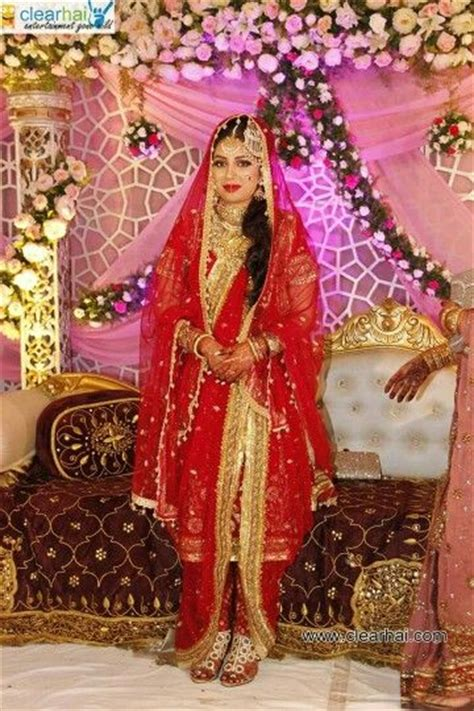khada dupattas  hyderabadi brides images