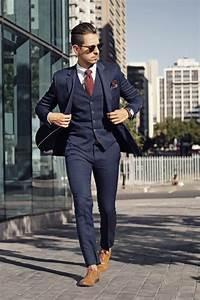 Tenue Blanche Homme : tenue complet bleu marine chemise de ville blanche chaussures richelieu en cuir marron clair ~ Melissatoandfro.com Idées de Décoration