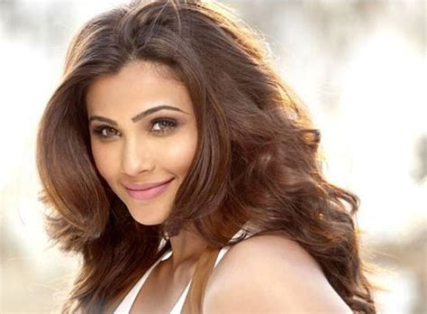 daisy shah height weight age husband affairs