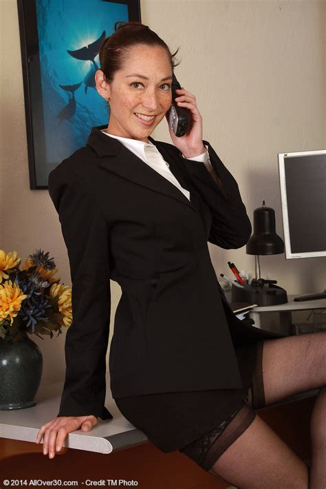 Office Milf Fiona Fillmore Display Her Pussylips Moms Archive