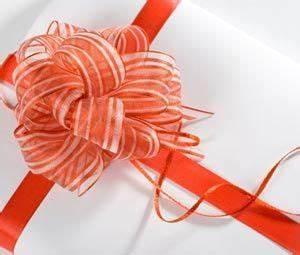 Geschenk Verpacken Schleife : geschenkschleife einfach binden anleitung auf geschenke und verpackung ~ Orissabook.com Haus und Dekorationen