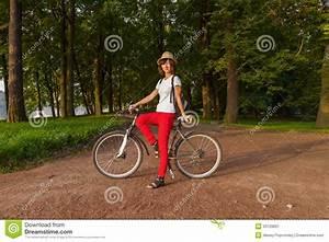 Schönes 10 Jähriges Mädchen : sch nes m dchen des hippies auf einem fahrrad im park stockbild bild von sitting nett 33120831 ~ Yasmunasinghe.com Haus und Dekorationen