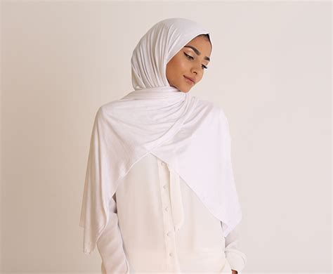 white jersey hijab ben harad modest fashion