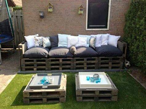faire un canapé en palette faire un salon de jardin en palette deco cool