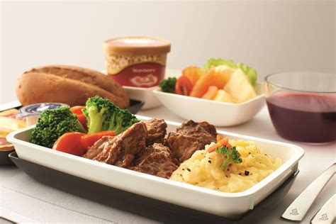premium cuisines singapore airlines premium economy ürününü ıttı