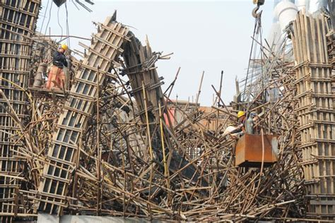 two home designs scaffold collapse in e china kills at least 2 china
